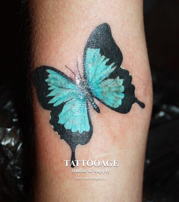 Тату с бабочками на руке